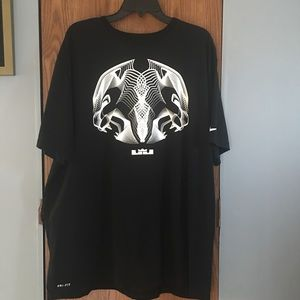 Nike Dry-Fit Men's Graphic Shirt